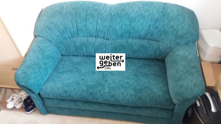 türkise couch wird in Berlin abgegeben