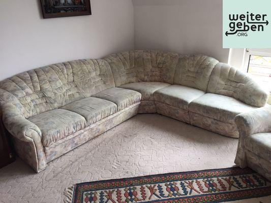 ausziehbares Ecksofa (Schalfcouch) mit passenden Stühlen und Sessel in Eichwald als Möbelspende