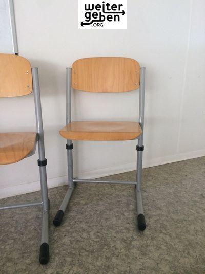 gespendet werden 33x Holzstühle bzw. Schülerstühle in Heidelberg