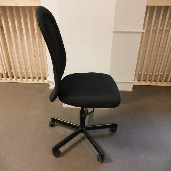 In 10179 Berlin werden 17 Bürostühle der Marke Flintan von Ikea gespendet