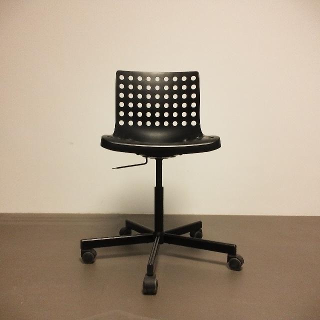 gespendet werden in Berlin fünf Bürostühle der Marke Skalberg von Ikea