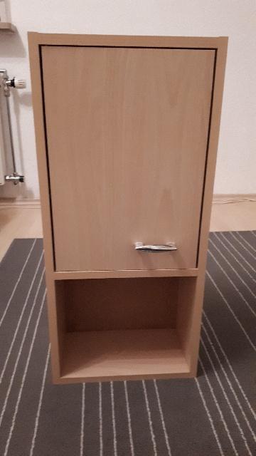 Spende: in Augsburg Pfersee wird dieser Badschrank abgegeben