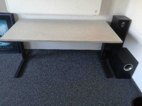 Möbelspende: kompakte Schreibtische in Dortmund