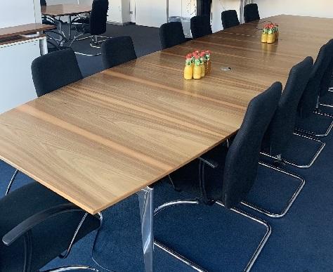 großer eleganter Konferenztisch Berlin Mitte A190010