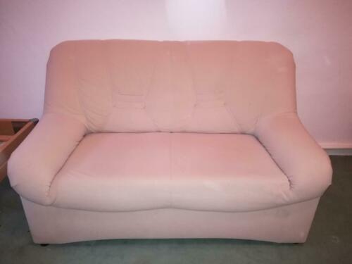 Spendet: Zwei-Sitzer-Couch, da sie immer mit einer Decke bedeckt war - Farbe: beige, in Steglitz-Zehlendorf