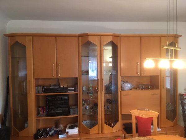 Wohnzimmerschrank wird in Berlin Steglitz-Zehlendorf gespendet