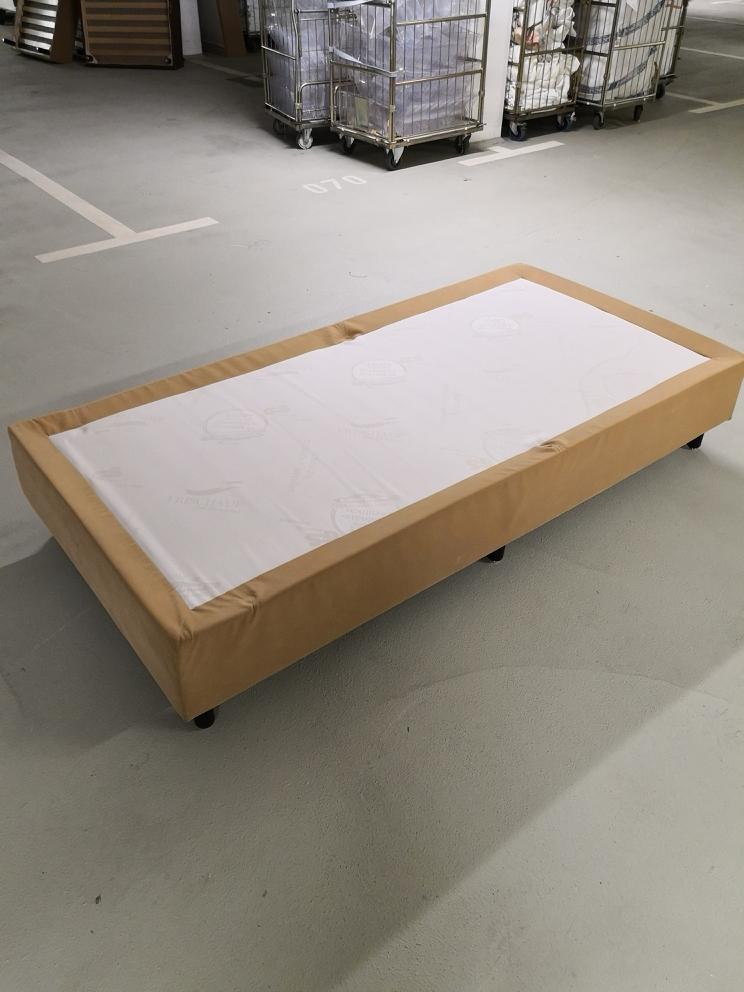 Die Boxspringbetten haben die Maße 100x200x23. Die Füße sind 12cm hoch. Die Betten müssen in der KW32 2019 (August 2019) abgeholt werden