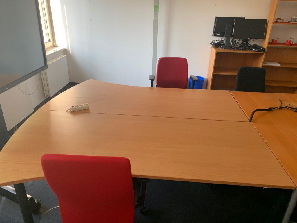 Möbelspende zwei Schreibtische aus Holz in Berlin-Mitte