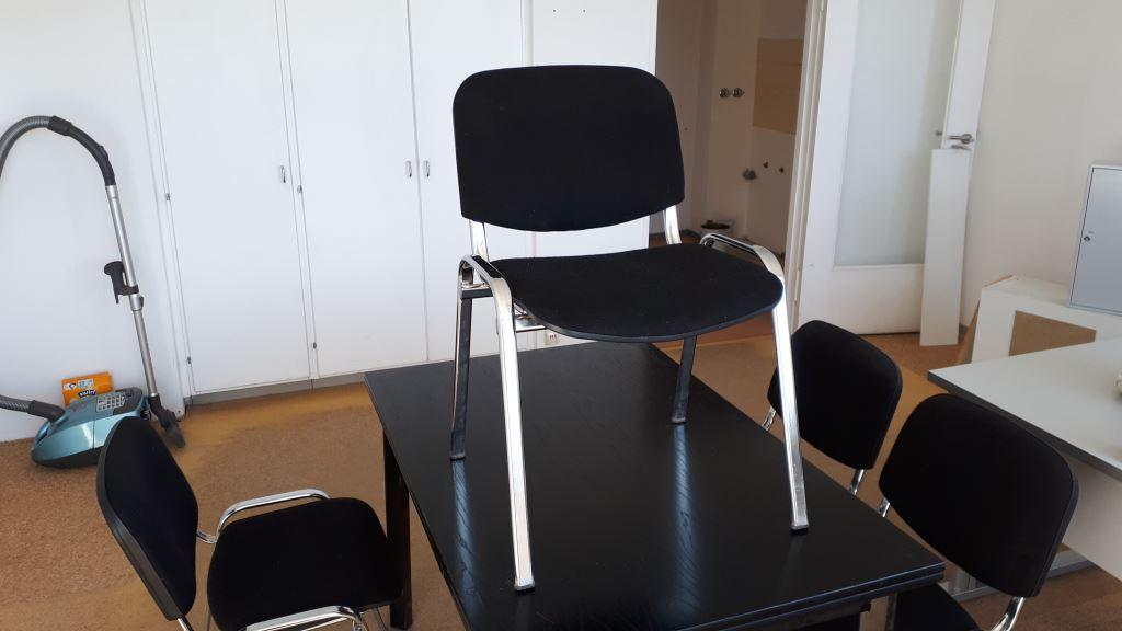 schwarzer Tisch und 4x Chrome-Stühle in Zehlendorf Berlin