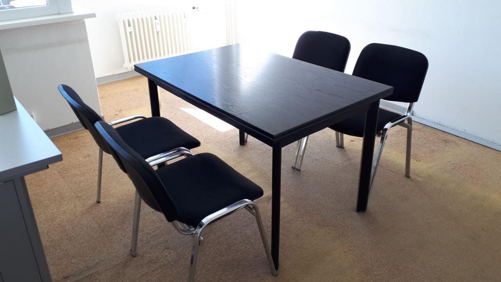 Spende: in Zehlendorf schwarzer Tisch 4x Chromestühle