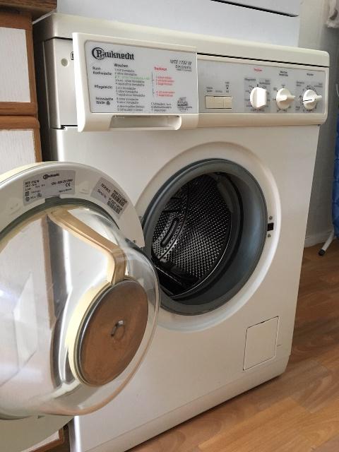 gebrauchter Waschtrockner wird in Tempelhof-Schöneberg bespendet