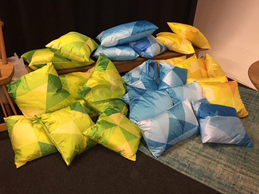 26 Deko-Kissen werden in Charlottenburg-Wilmersdorf gespendet