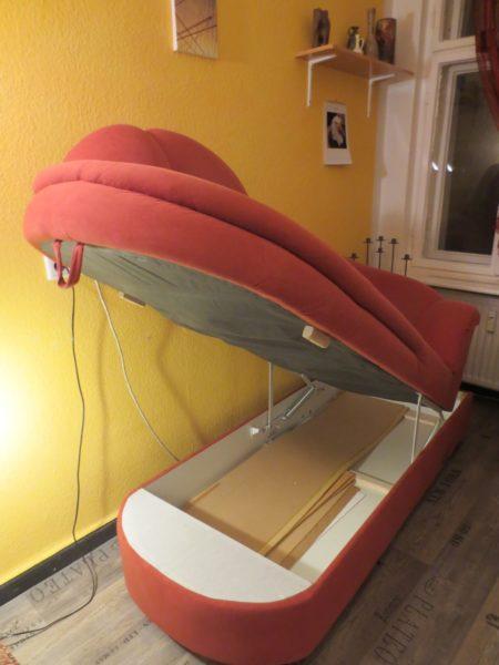 Recamiere Bettkasten wird in Berlin gespendet