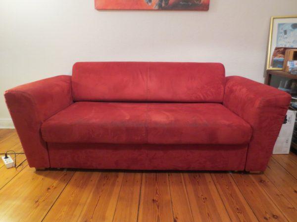 Sofa in Berlin wird im Rahmen einer Wohnungsauflösung gespendet