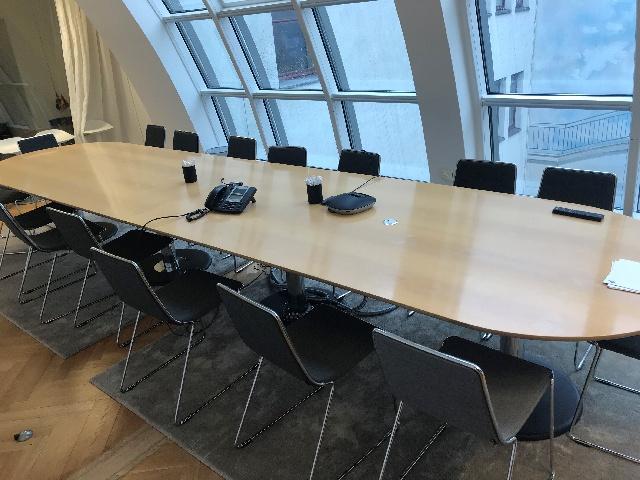 Möbelspende: 5,2 Meter langer Besprechungtisch in Berlin-Mitte