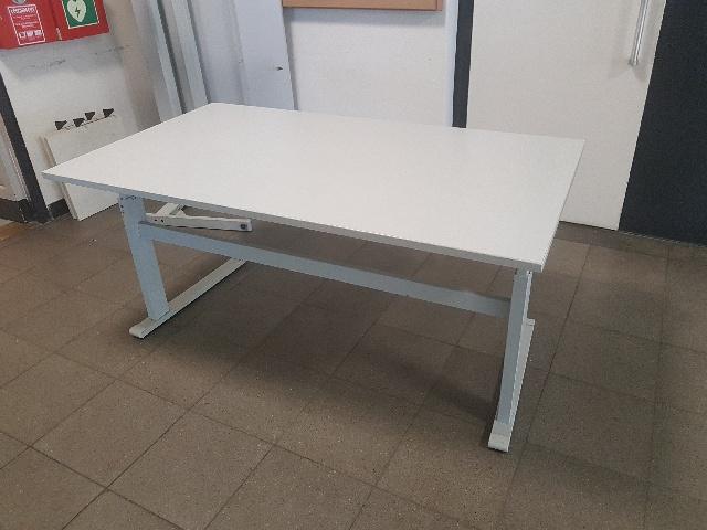 Spende: 20x höhenverstellbare Tische in Berlin