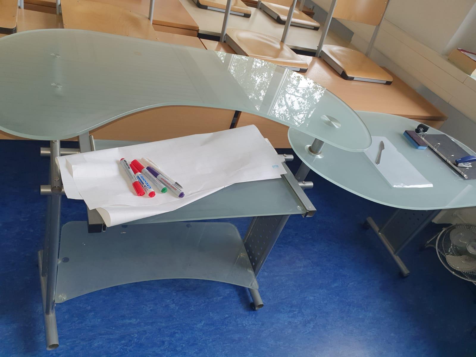zwei Glastische werden in München verschenkt
