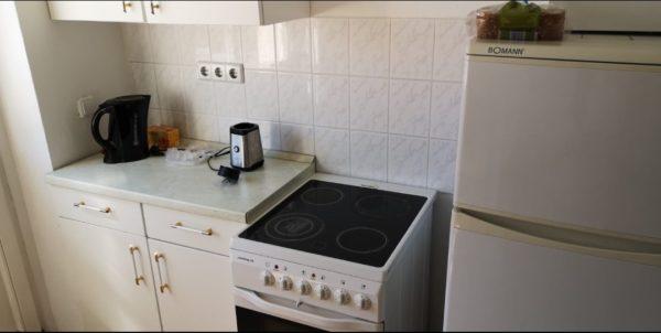 Spende: Hängeschränke, Unterschrank, Spüle, Kühlschrank, Indusktuonsherd, Ofen