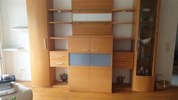 Wohnwand Buche wird in Leverkusen Opladen gespendet