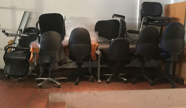 große Menge Bürostühle in Kreuzberg