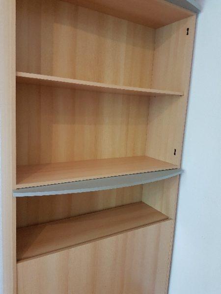 Holz-Bücherschrank in Stuttgart wird gespendet