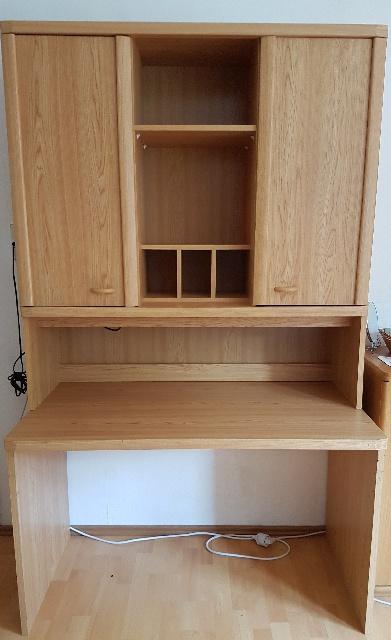 Schreibtisch im Schrank wird in Stuttgart gespendet