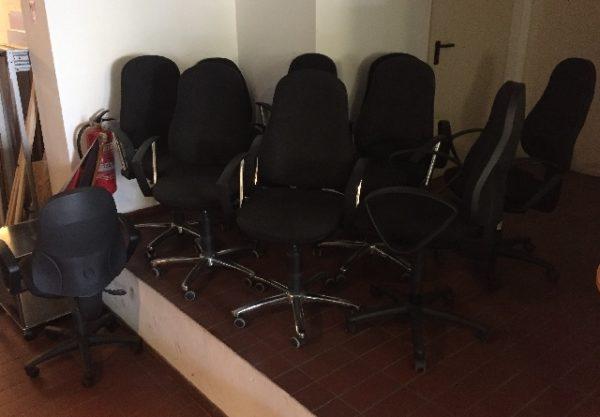 viele Bürostühle werden in Berlin verschenkt