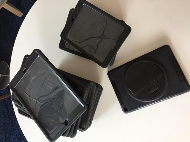 PowerStrap Case Schutzhülle-Halteschlaufe für iPad 9,7 Zoll in Charlottenburg