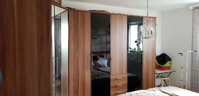 Spende-nussbaum-Schlafzimmerschrank-in-Neukoelln