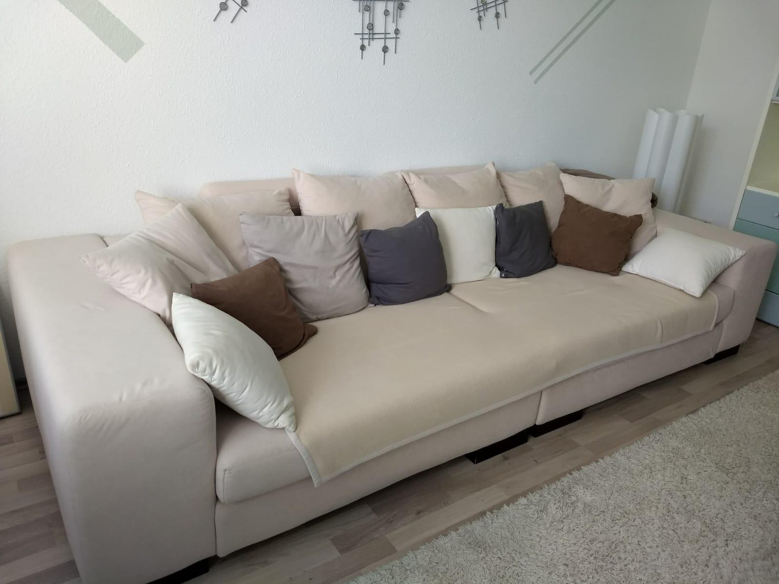 sehr schönes und breites 4Sitz Sofa in Berlin