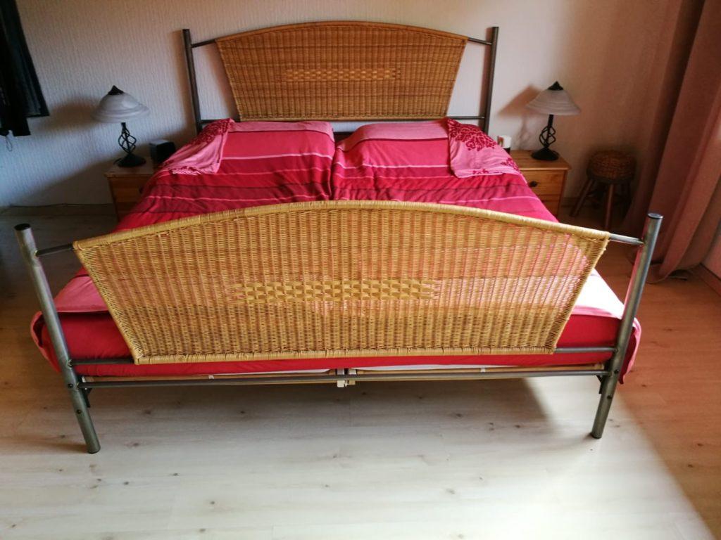 Doppelbett mit Eisengestell-und Korbgeflecht in Nettetal