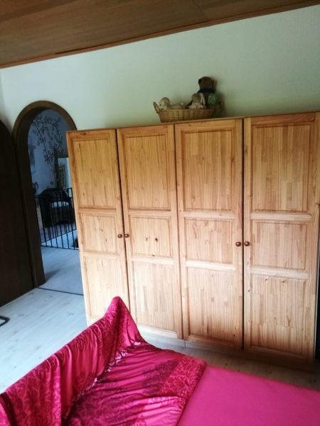 massiver Holzschrank vier-türig (Landhausstil aus Weichholz in Nettetal