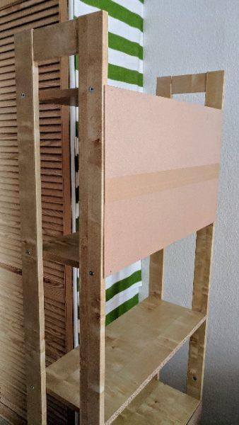 gespendet wird ein offenes Holzregal in Berlin Charlottenburg