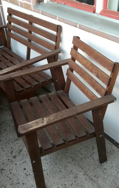 Balkonmöbel: Tisch, Sitzbank + Stuhl