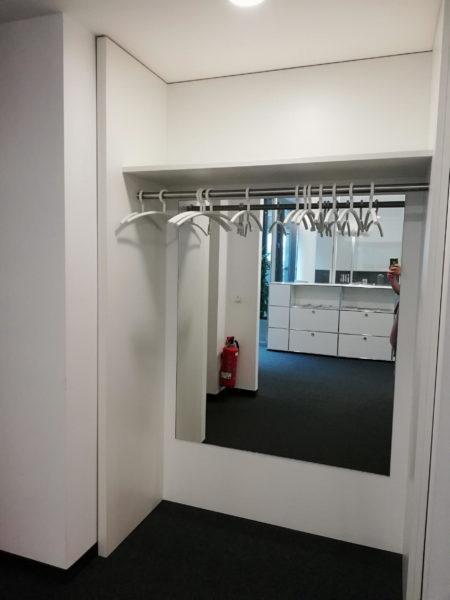 Garderobensystem mit Seiten-Rückwand Spiegel