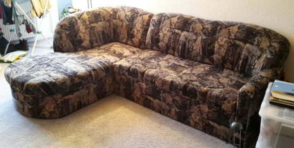 zu sehen: Sofa als Sitzmöglichkeit
