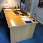Schreibtisch in Buchenholz wird in in Lichterfelde Berlin gespendet
