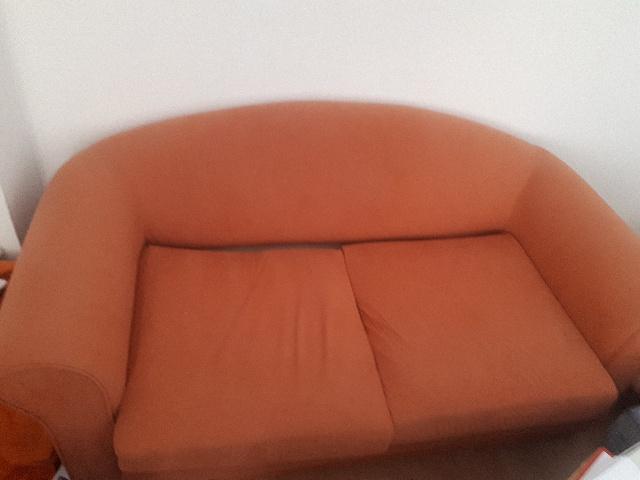 sofa wird in Magdeburg gespendet