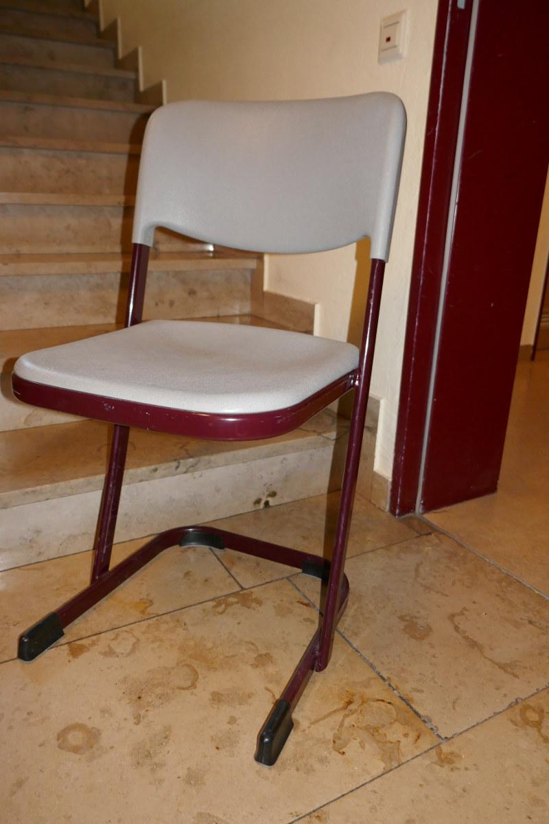 6x stapelbare Schulstühle in Kaufbeuren zu verschenken