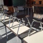 hunderte stapelbare Holzstühle nähe Stuttgart