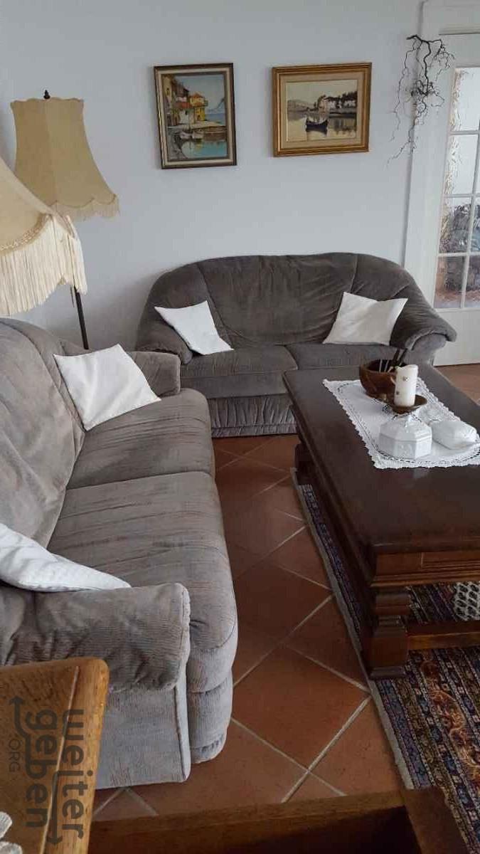 Spende: 2x Sofa + 1x Kleiderschrank Wohnung