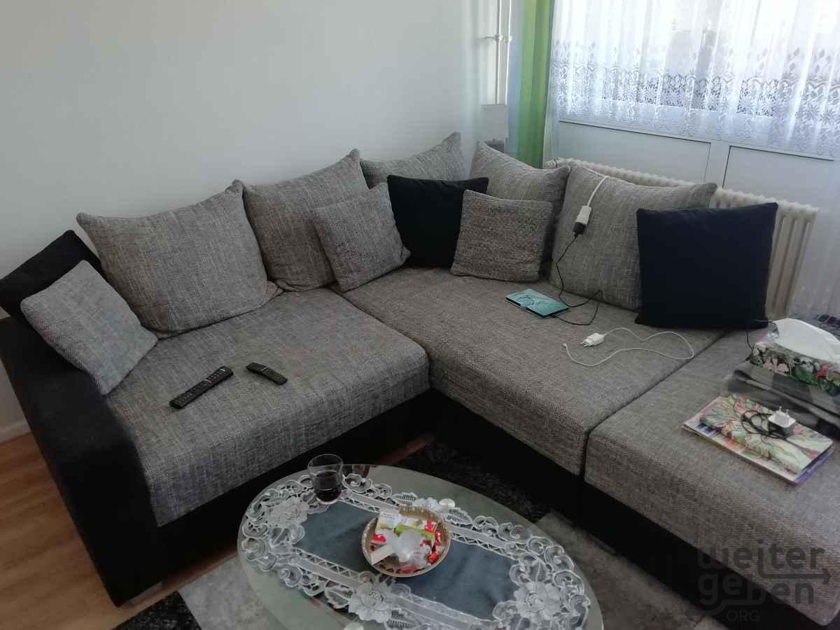 Eck-Couch zu verschenken in Berlin