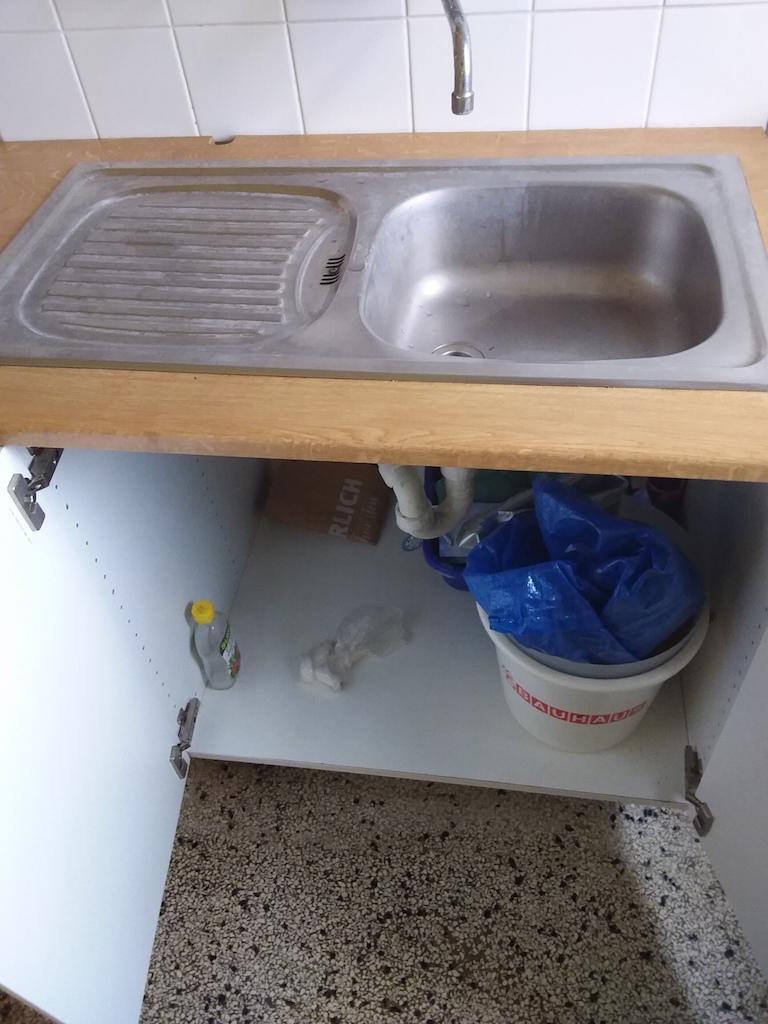 zu sehen: Küchenzeile Spüle Unterschrank
