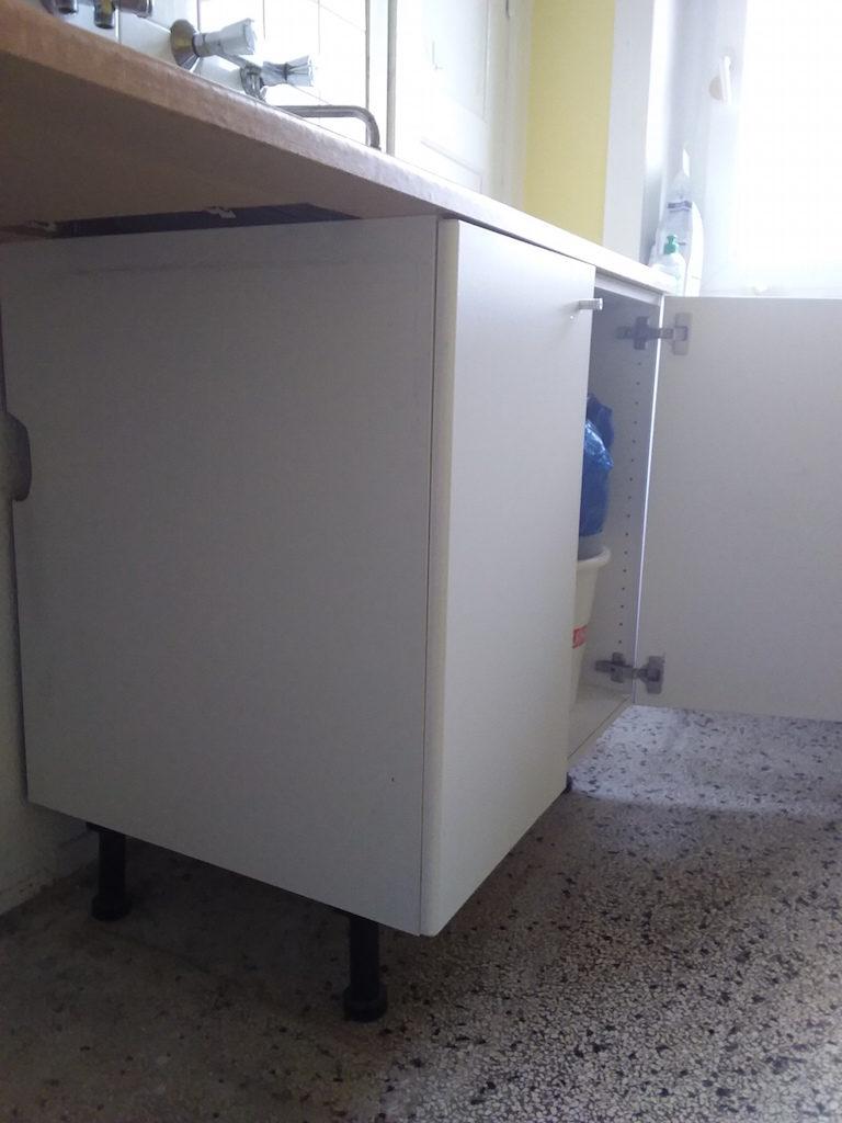 zu sehen: Küchenzeile Spülenunterschrank