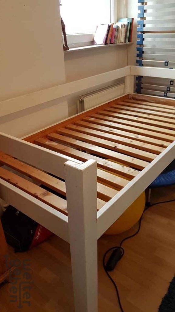 zu sehen: weißes Hochbett 200 x 100 x 10 (cm) – Länge x Breite x Höhe