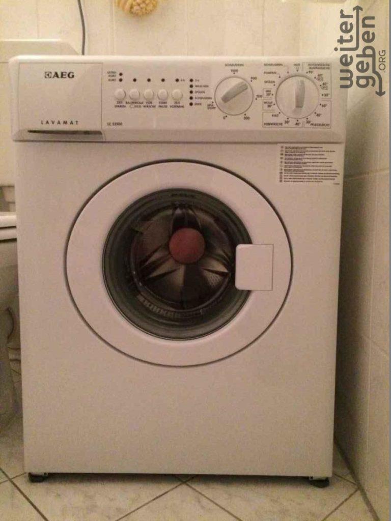 zu sehen: eine weiße Waschmaschine