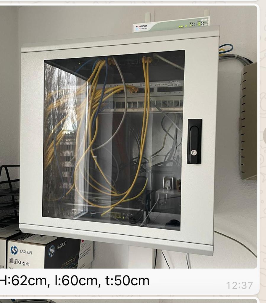 60x60cm Serverschrank zum an die Wand hängen mit großer Glasfront