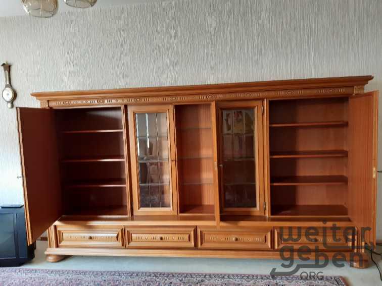 3meter breiter schöner Schrank mit, unten mit 4 Schubladen nebeneinander und oben 5 abschliesbare Bereiche, davon 2 Glastüren