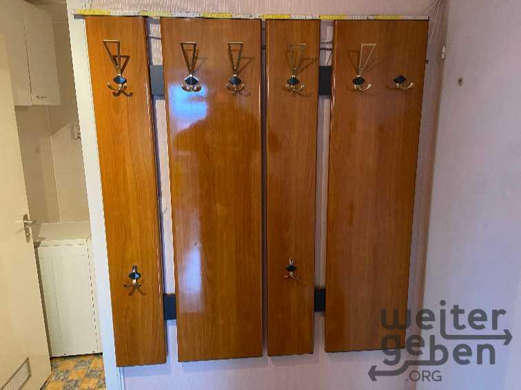 schöne Garderobe mit 8 Häcken evl. 70er Jahre