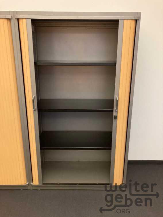 Bild: 1,7m hoher Büroschrank mit Lamellentüren nach rechts und links, abschließbar